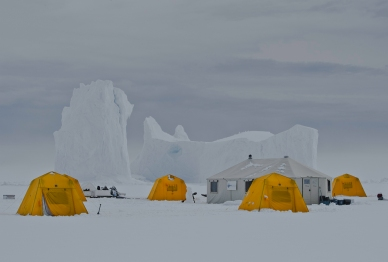 Floe edge camp